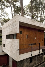 Wooden-Wall-Innovation-at-Modern-House-Design-that-Interact-Directly-with-Trees-Corallo-House-in-Guatemala
