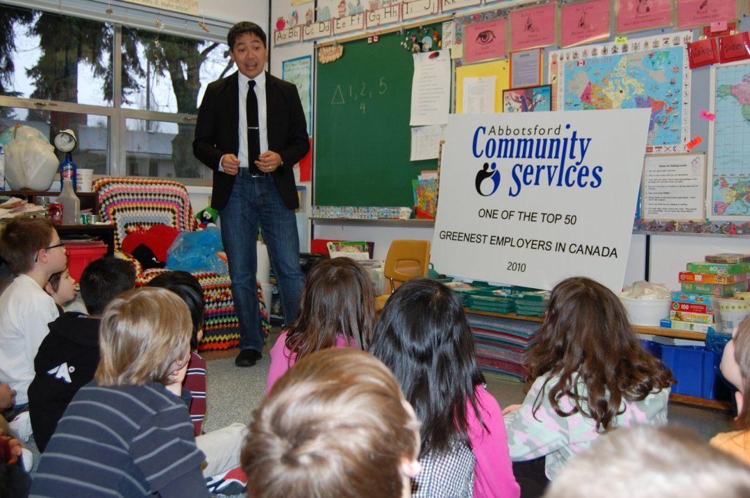 Rod Santiago speaks to Abbotsford schoolchildren