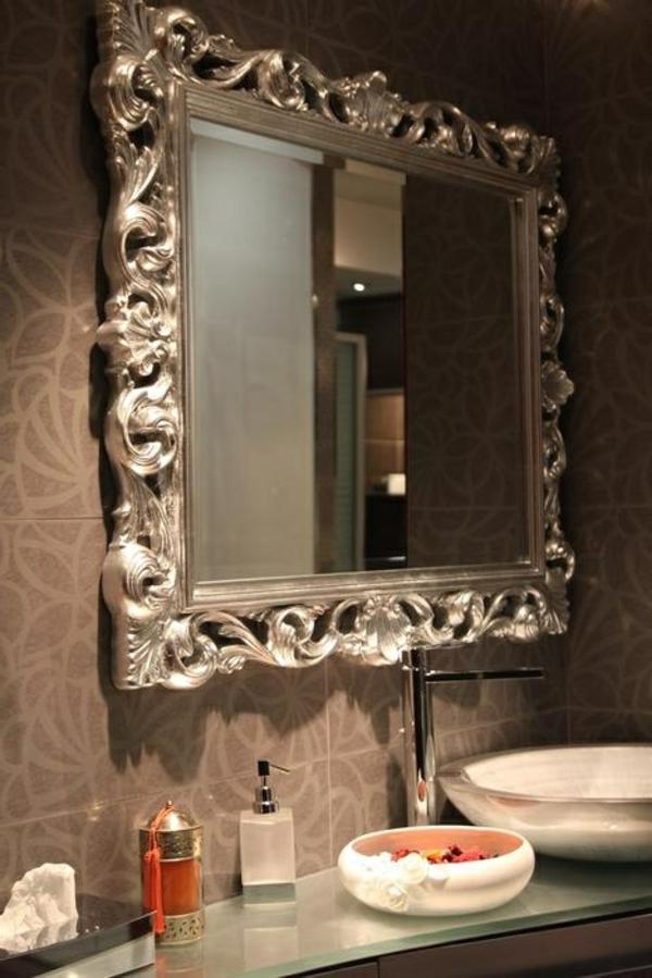 le miroir baroque est un joli accent