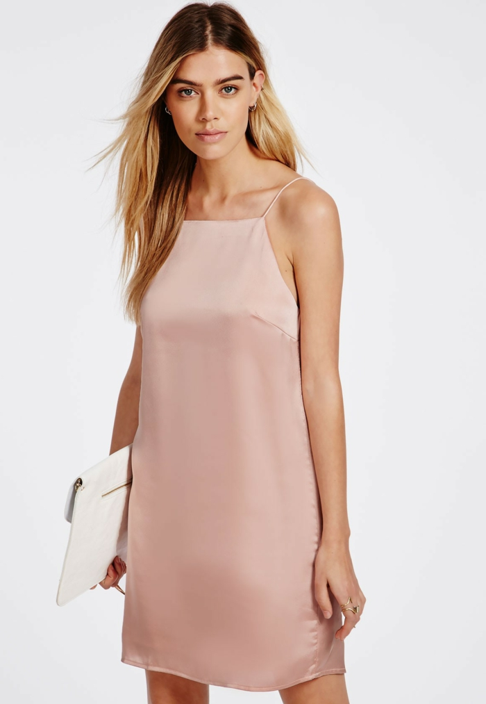 Quel maquillage avec robe rose pale