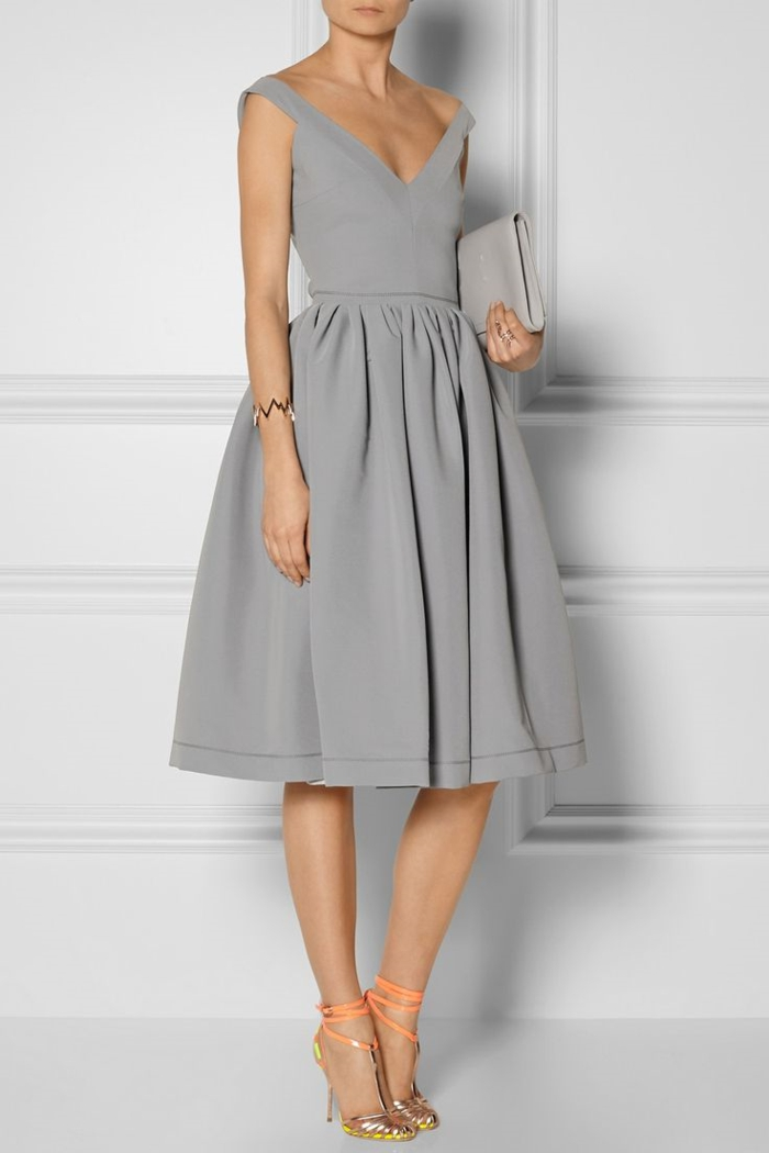 idée-tenue-du-jour-robe-trapèze-en-gris-adoptez-les-tenues-chics-pour-femmes-quotidiennement