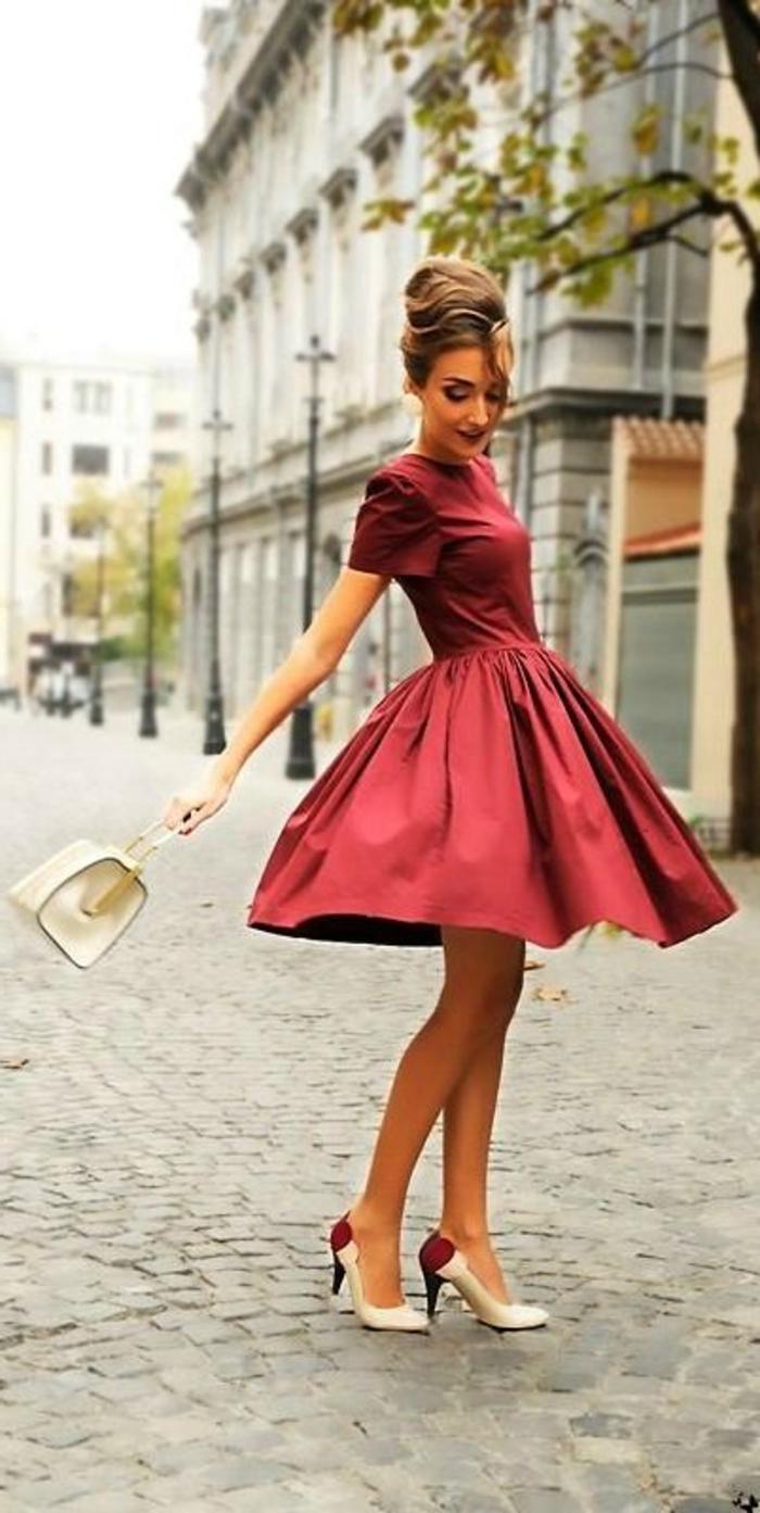 la-tenue-femme-chic-habillement-personnalisé-accoutrement-robe-trapèze-rouge-vintage