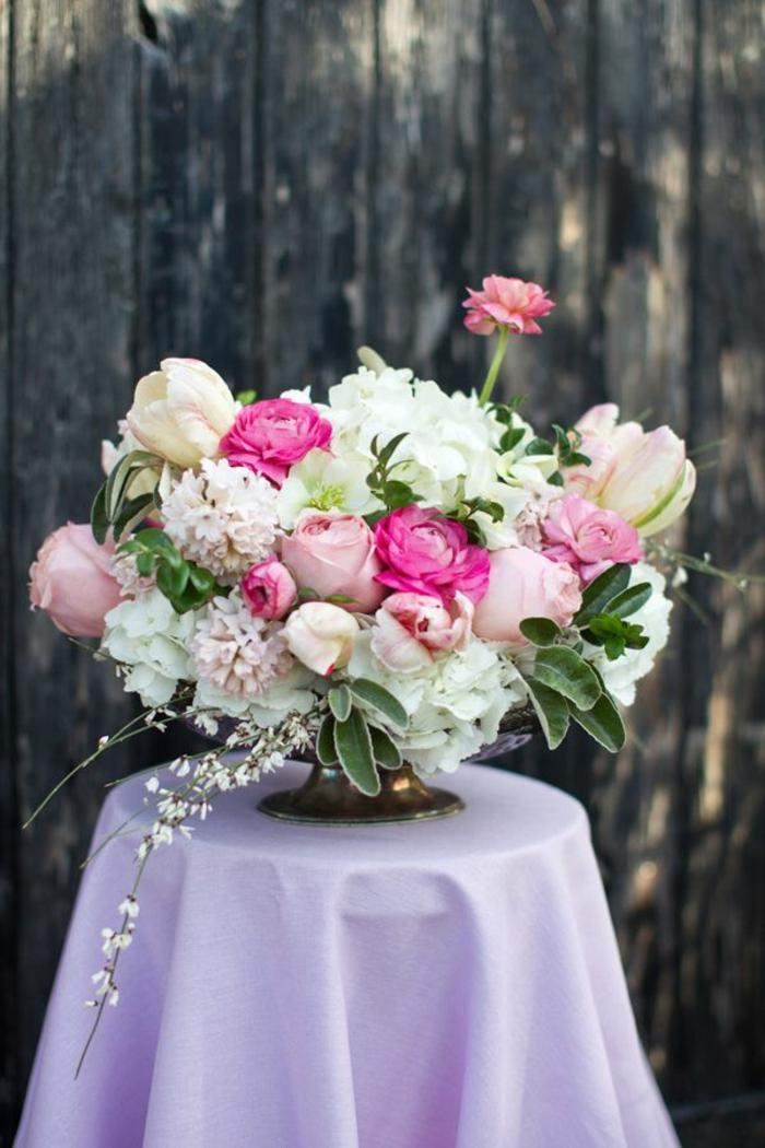 Un Gros Bouquet De Fleurs Pour Crer Une Dcoration De Table