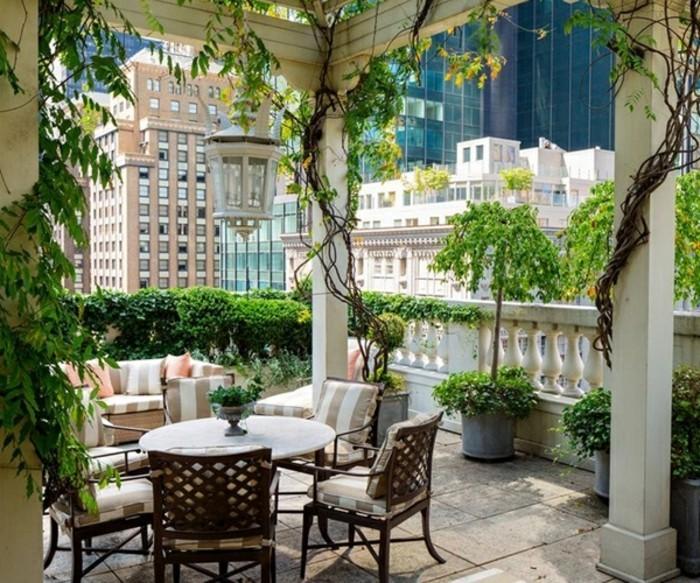 favourable-jardinière-à-suspendre-paysagiste-terrasse-aménager-terrasse-idee-deco-balcon-new-york