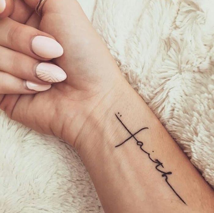Kleine Tattoos Die Schonsten Motive Von Grafisch Bis Verspielt