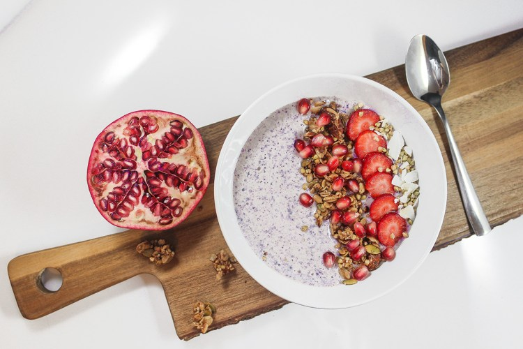 Easy and healthy wild blueberry smoothie bowl, made with Arctic Flavors 100% natural wild blueberry powder
