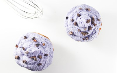 Easy oat muffins with wild blueberry topping
