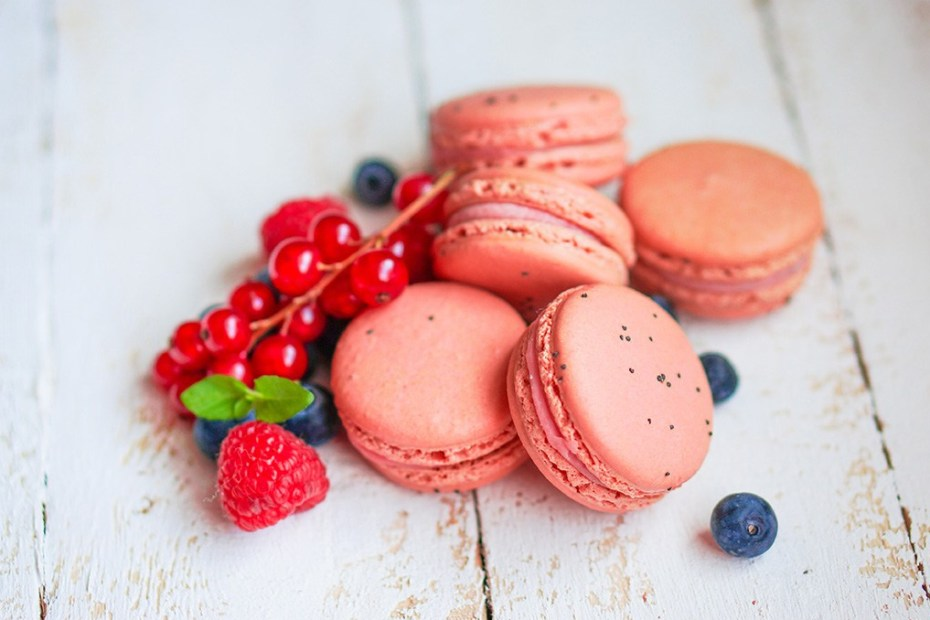 Macarons made of wild freeze-dried berry powders, which are a great way to color your desserts in a natural and healthy way.