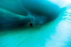 _DSC3399-Yohei Miyashita_iceberg diver in tunnel