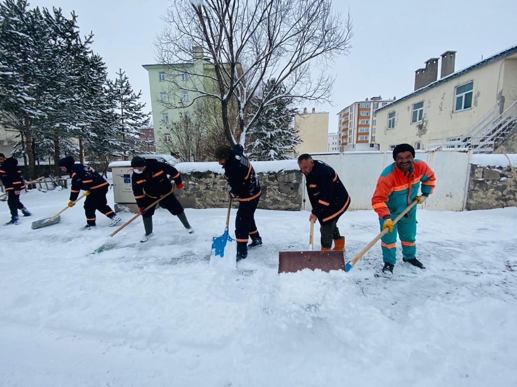 Başkan Demir, karla mücadele ekiplerinin yoğun mesaisine eşlik etti