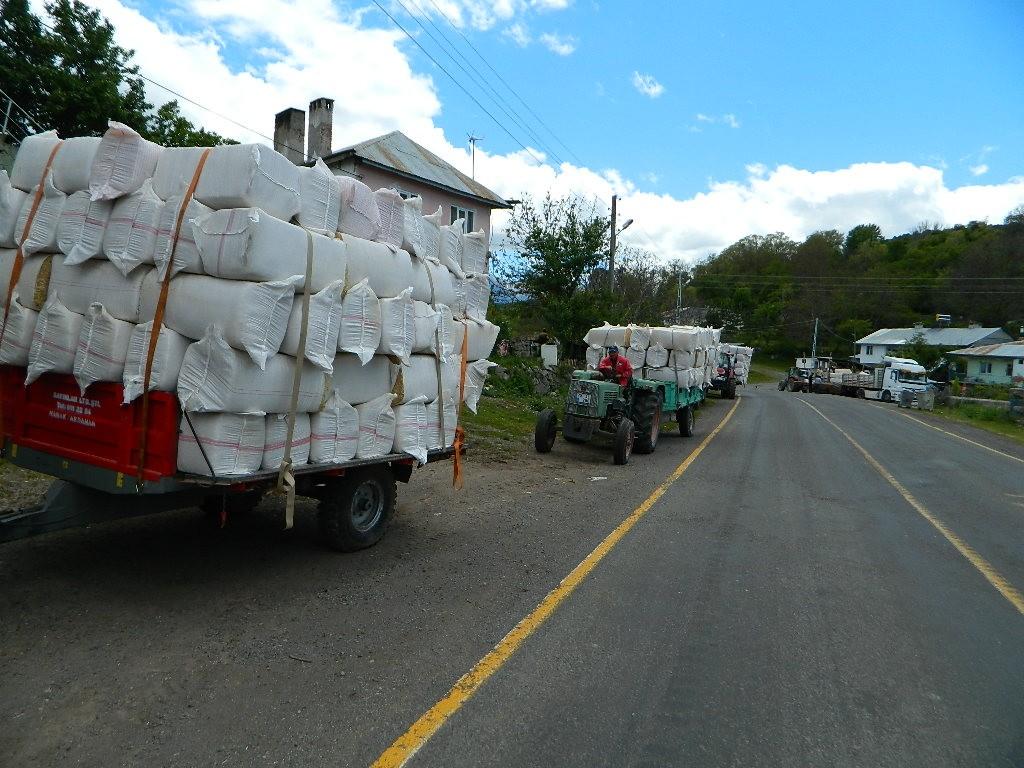Çiftçiler kuraklık endişesiyle şimdiden saman depolamaya başladı