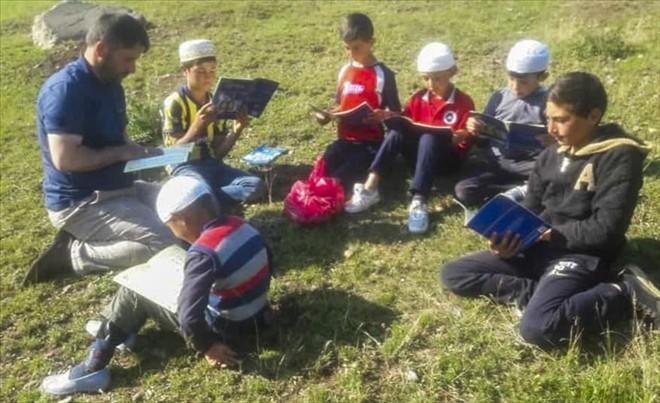 Kuran öğretmek için her Gün 20 kilometre yol gidiyor