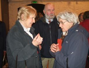 Lib Petch, John Petch and Countess April Merveldt confab.