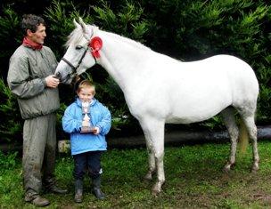 Dusty Oak 3 - 5 yr. winner with John Nee and son Ronan