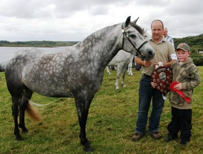 4yr old Dooneen alice with Peter Molloy and son