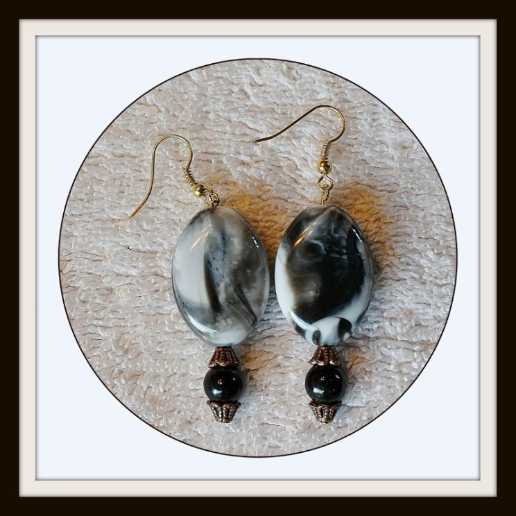 Dangle Earrings, black and white, black earrings, white earrings, long earrings, jewelry, costume earrings, fashion earrings, Item #BWE-001
