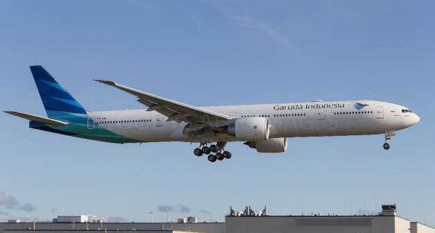 Boeing 777-300 ER PK-GIK, gambar dari Woodys AeroImages...