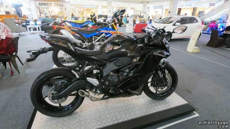 ninja zx5r hitam