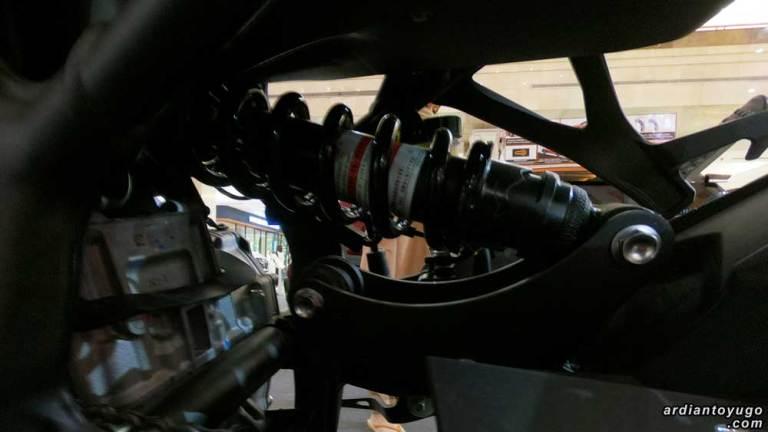 rear suspension ninja zx25r