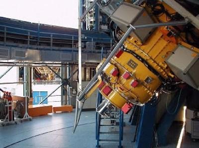 Instrumen FORS2 pada VLT (Very Large Telescope)