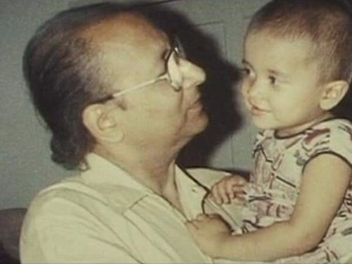 Arya-Banerjees-Childhood-Picture-with-her-Father