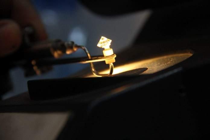 diamonds in optical Lasers
