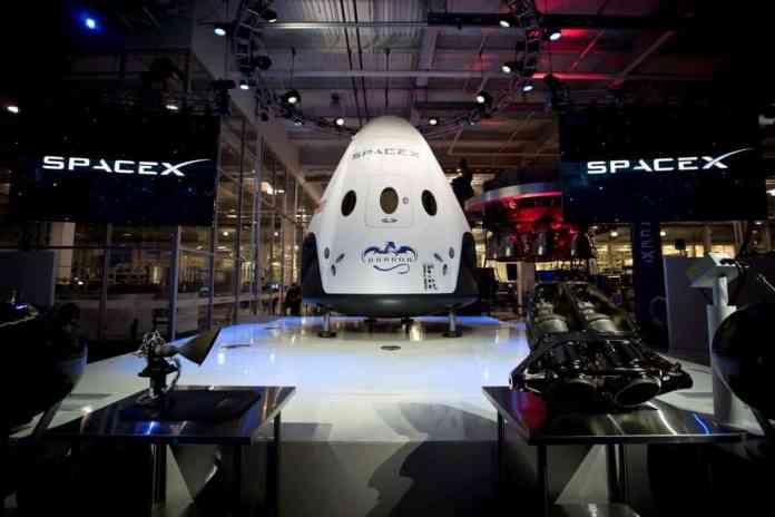 spinonews crew dragon spacecraft