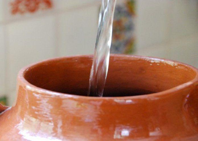 areflect clay pot