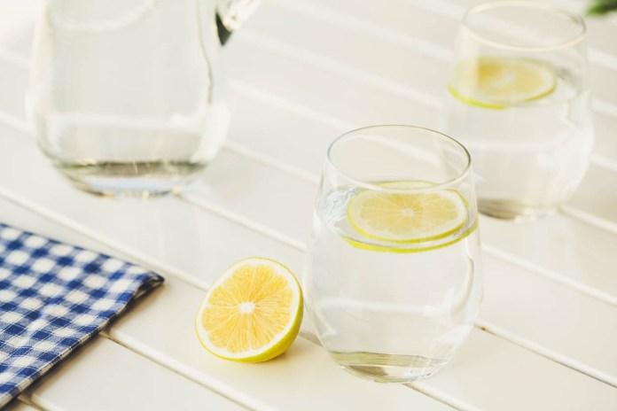 areflect Lemon water