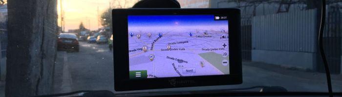 Navitel E500 Magnetic – navigatie auto standalone cu suport de prindere magnetic