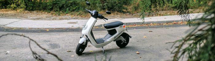 NIU M1 Pro scuter electric review: o solutie buna pentru naveta