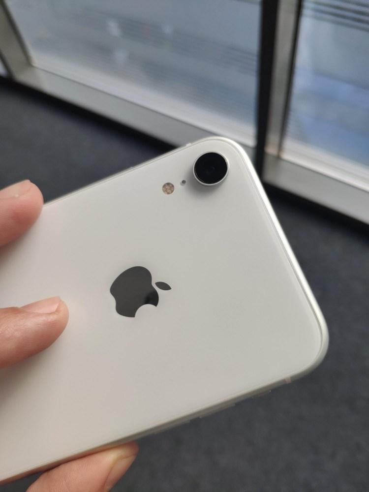 Aveti grija unde schimbati bateriile la iPhone!