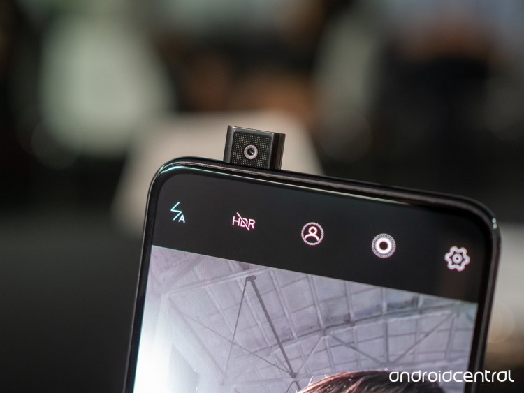 Samsung Galaxy A90 - telefon cu camera frontala retractabila