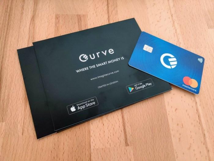 Testam aplicatia financiara Curve: un singur card bancar pentru toate