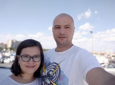 Redmi Note 7 outside lumina bokeh selfie