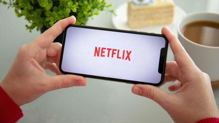 """UE cere Netflix limitarea calității video pentru """"salvarea"""" internetului"""