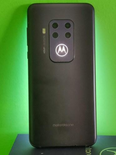 Motorola One Zoom spate