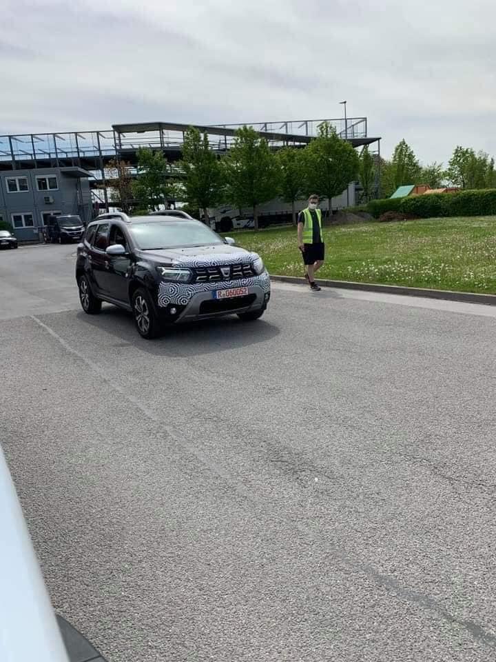 Dacia Duster Facelift 2021 apare in primele poze