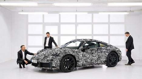 Yeni Porsche 911'in fotoğrafları internete düştü