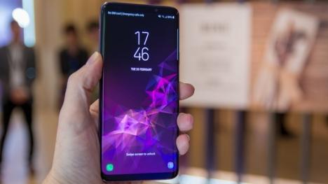 Samsung önemli bir özelliği daha ekrana gömecek!