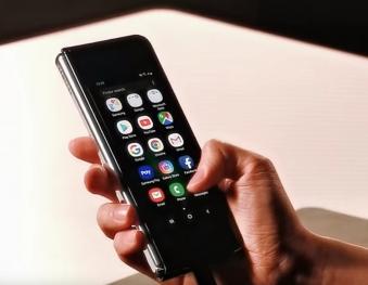 Samsung Galaxy Fold videoda ortaya çıktı!