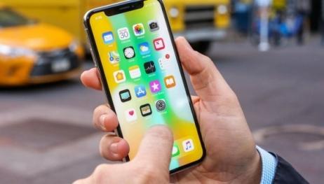Yeni iPhone biri kullanırken görüntülendi