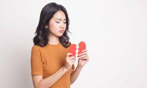 Hal Yang Sering Dilakukan Wanita Saat Kangen Mantan