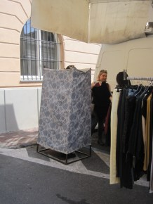 The fitting room at the market in Imperia