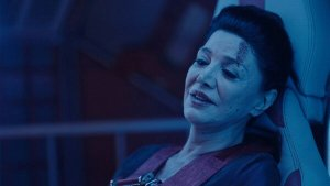 the expanse syfy Avasarala holds on