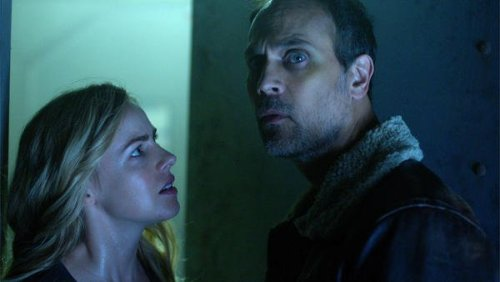 Cassie & Deacon 12 Monkeys Season 4 SYFY
