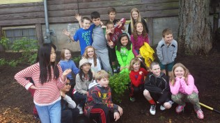 Ms Curtis' 4th graders had fun in the garden!