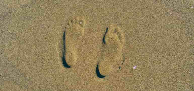 feetsand1-min