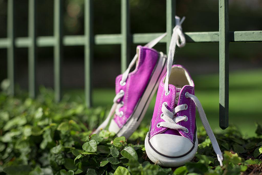 girls purple sneakers