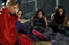 """PRETTY LITTLE LIARS - """"Game On, Charles"""""""